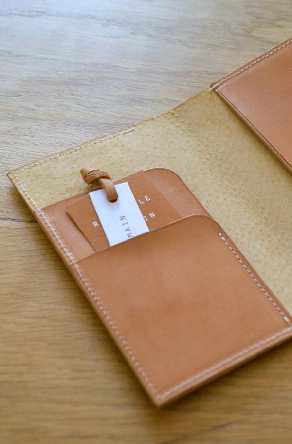 porte-passeport en cuir vegetal fabrique en France